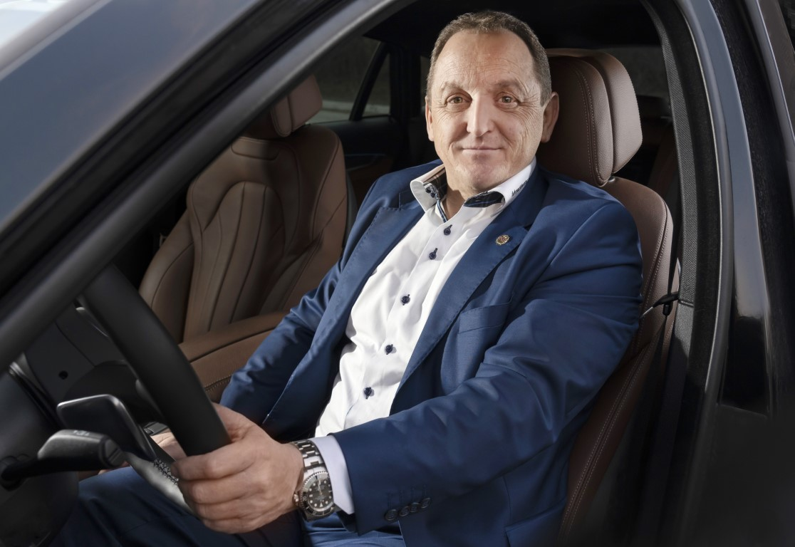franz-leberl-in-einem-auto